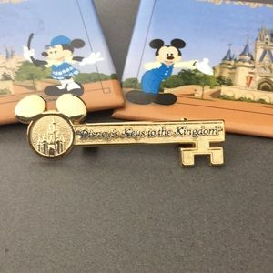 Disney Keys To The Kingdom Gold Pin